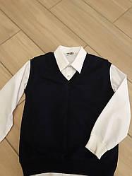 Белая рубашка и темно-синяя жилетка для мальчика в школу размер 140