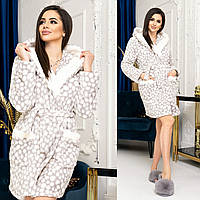 Жіночий стильний короткий халат з капюшоном
