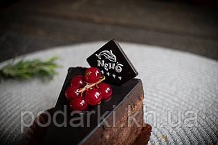 Шоколадная табличка на торт 30*30 мм