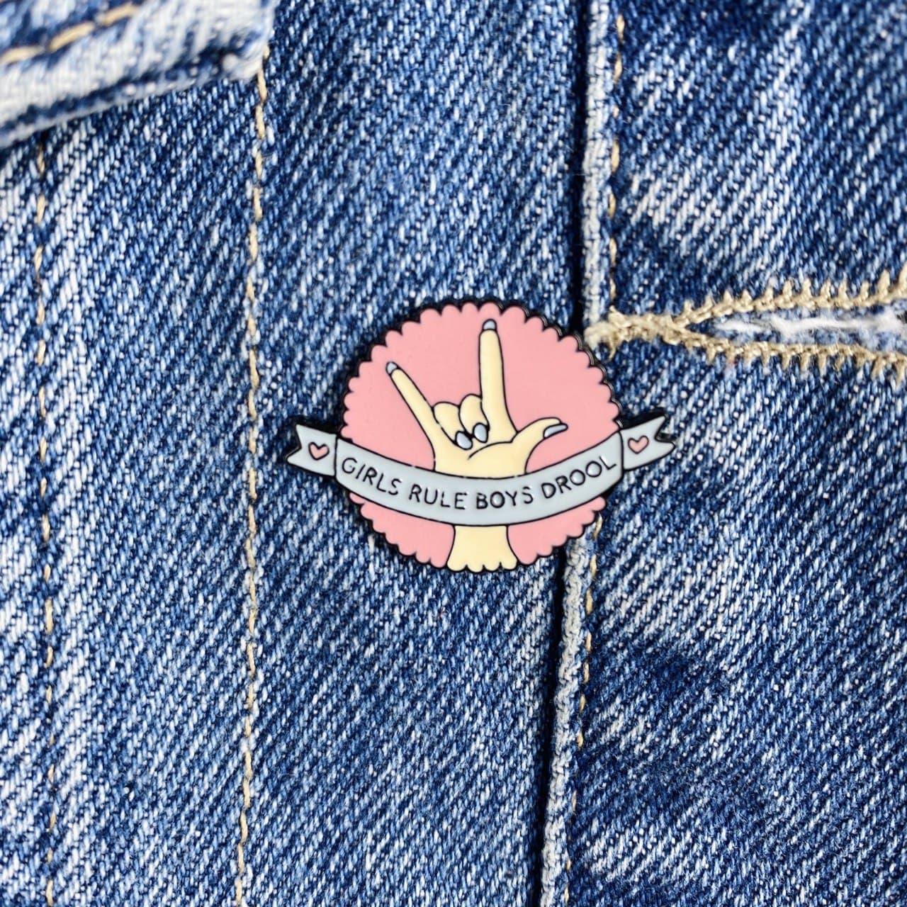 Металевий значок на рюкзак або одяг COOL