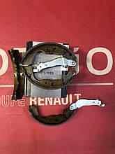 Колодки тормозные задние, барабанные Starline BC 09890=7701210109 Renault Kangoo 2 Logan,  Duster,  Lodgy,  Do
