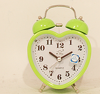Часы в виде сердца с будильником