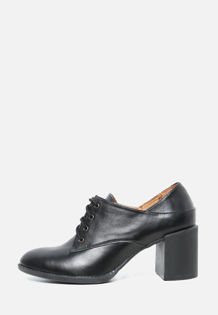 VM-Villomi Кожаные закрытые туфли на широком каблуке