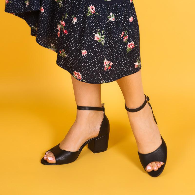 Женские черные босоножки на небольшом каблуке. Цвет на выбор. Размер 36-41