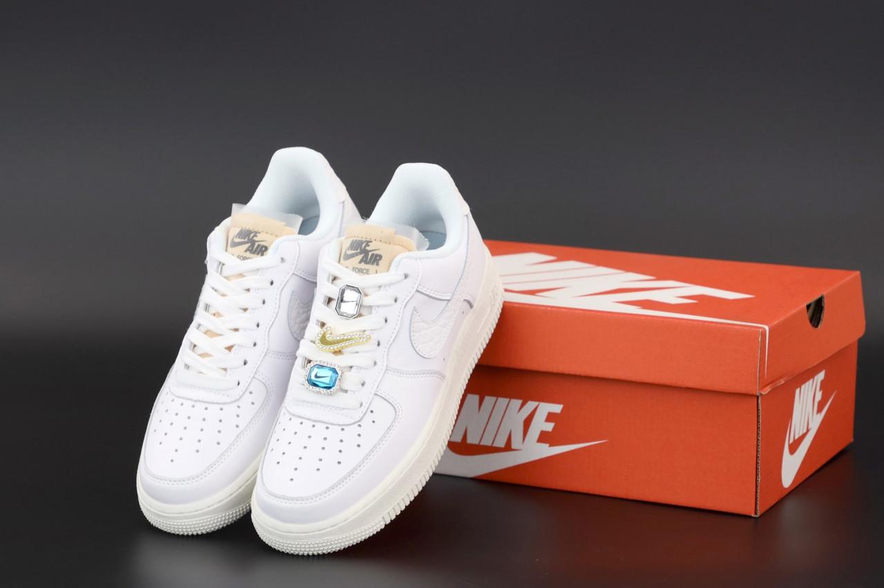 Белые Кроссовки Nike Air Force женские
