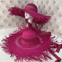 Широкополая соломенная шляпа с посатаными полями и завязками малиновая