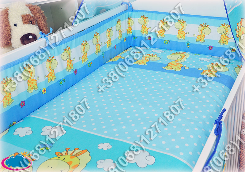 Бортики в детскую кроватку защита бампер Жираф голубой