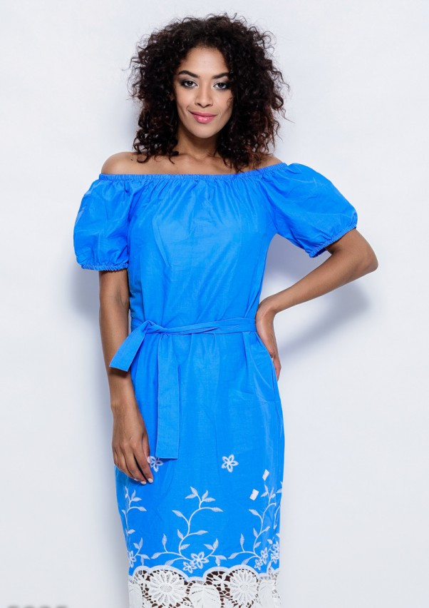Голубое тонкое коттоновое платье с белой вышивкой и плотным кружевом по подолу S