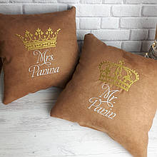 Комплект з 2х іменних подушок з короною