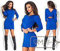 Платье короткое и облегающее с украшением
