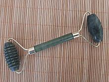 Нефритовий масажер ролер для обличчя і тіла Сюянь