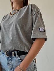 Женская стильная футболка серого цвета