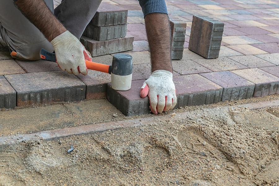 Укладка тротуарной плитки под ключ в Божедаровке, мощение дорожек, благоустройство, брусчатки, фото