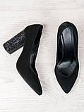 Жіночі замшеві туфлі на підборах чорні, фото 4