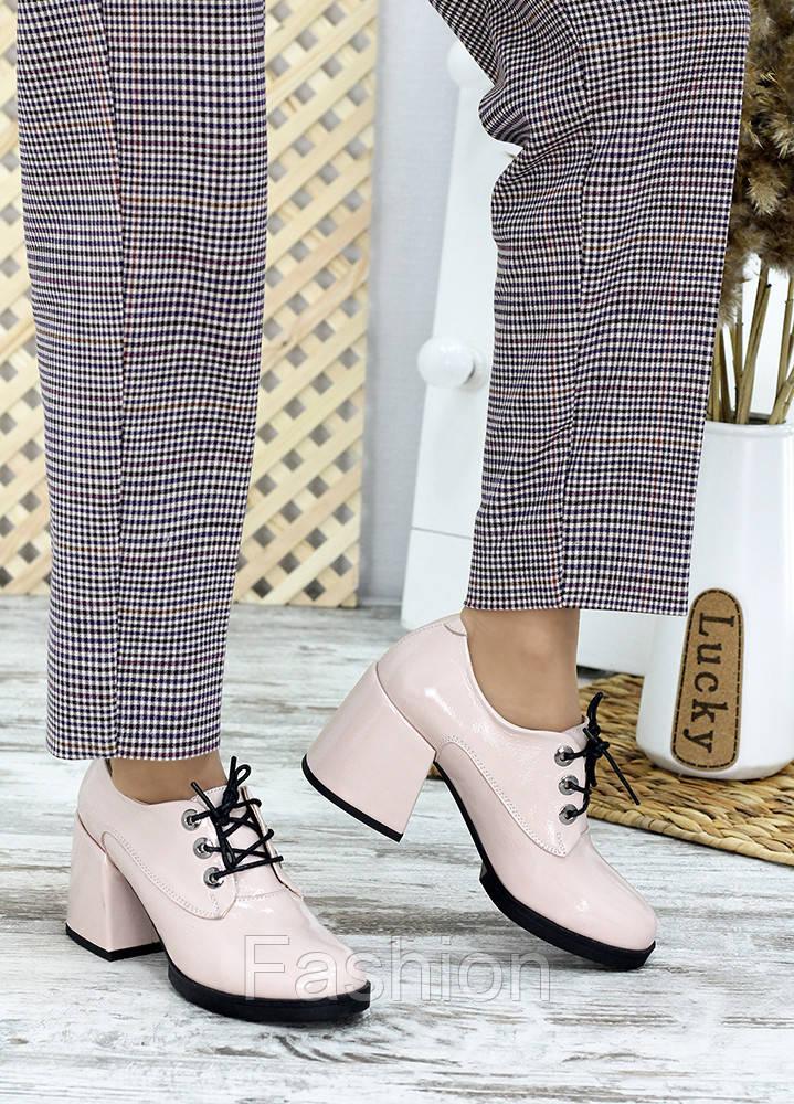Жіночі туфлі шкіряні на підборі пудра