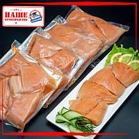 Кусочки лосося слабосолёные на шкуре 250 г