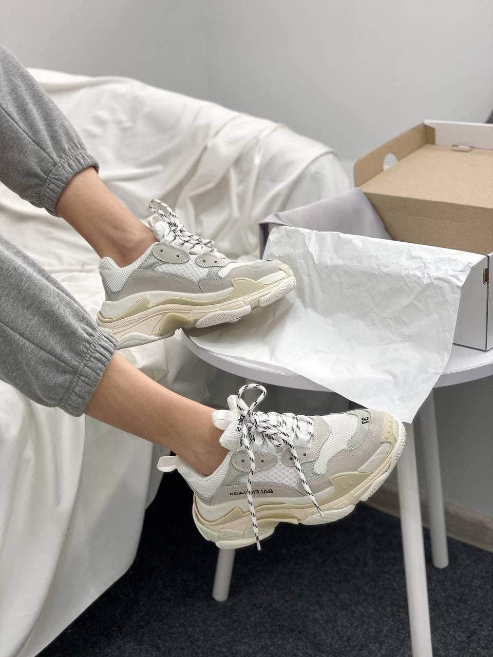 Женские кроссовки Balenciaga Triple S White (белые) BL012 спортивная обувь для девушек