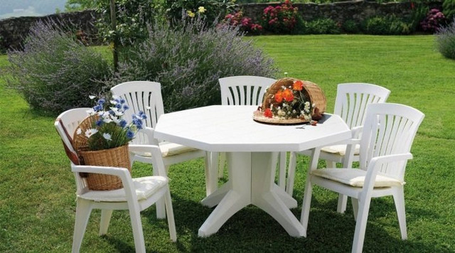 Пластикові стільці, крісла, лавки, софи для саду і пляжу