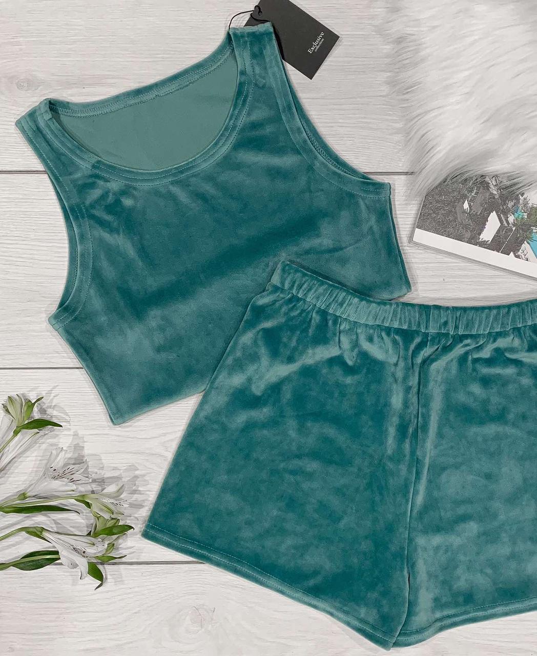 Стильные высокие шорты и майка топ в цвете индиго.