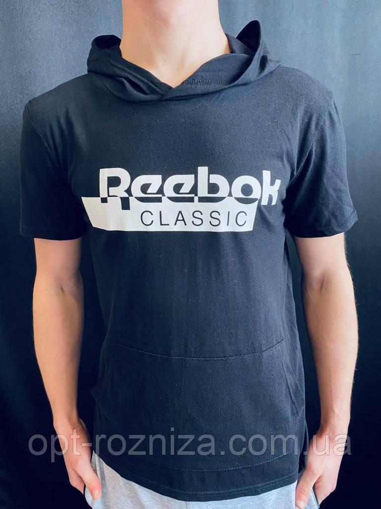 Спортивна чоловіча футболка з капюшоном
