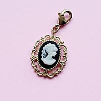 Підвіска на браслет Камелія - мініатюрний портрет