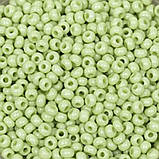 Чешский бисер Preciosa 10 для вышивания Бисер зеленый горчичный алебастровый прозрачный 03154, фото 3