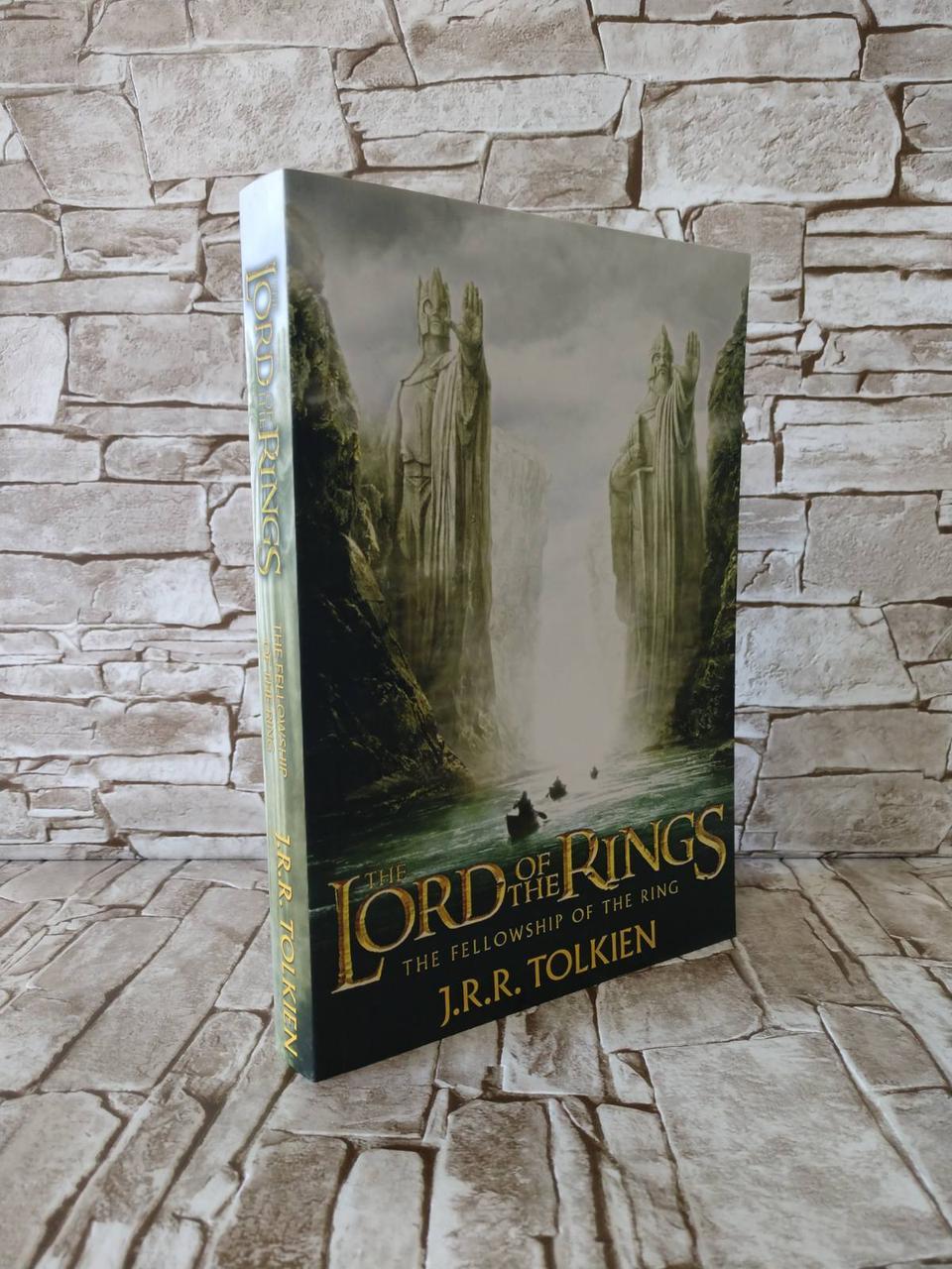 "Книга ""The Fellowship of the Ring"", ""Володар Кілець. Хранителі Персня"" Толкін Дж. (англ.яз)"