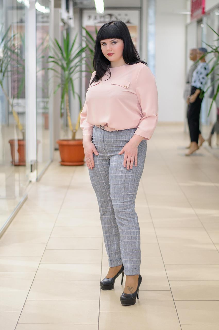 Жіночі брюки в сіро-рожеву клітину 742-1684