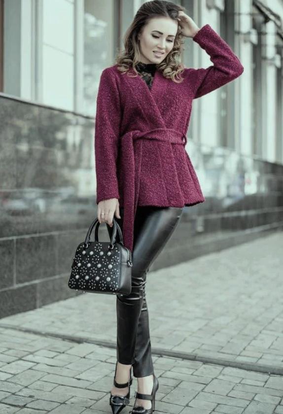 Короткое женское пальто. Темно-фиолетовое. На запах, с поясом. Размер 42.
