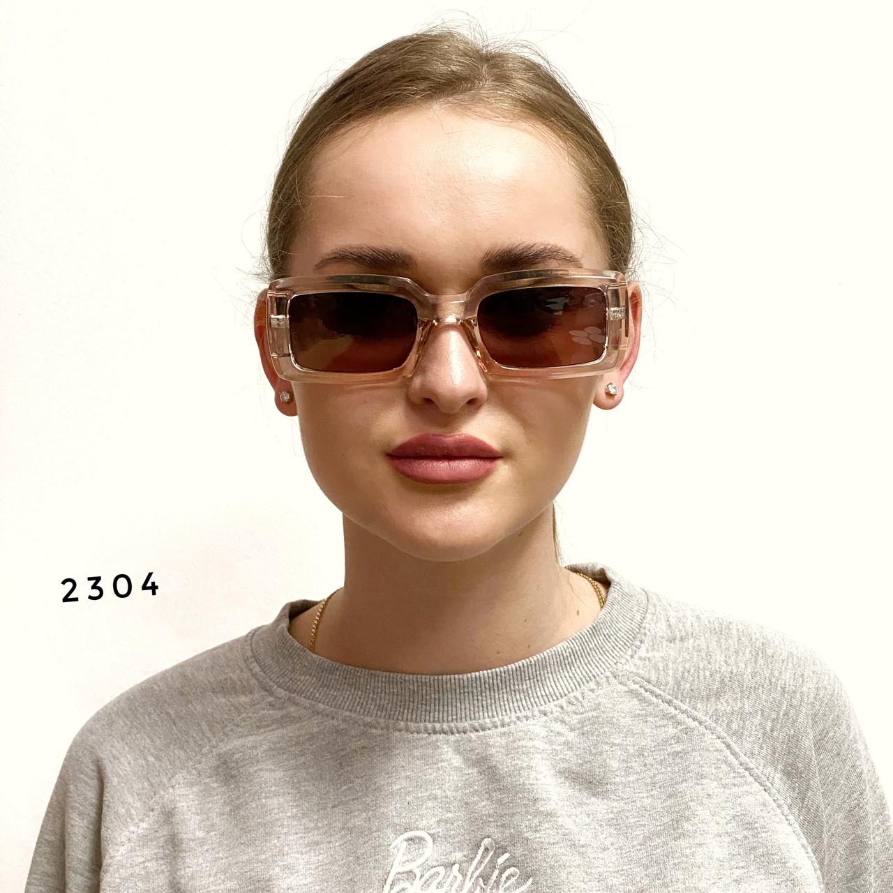 Трендовые солнцезащитные очки в розовой оправе