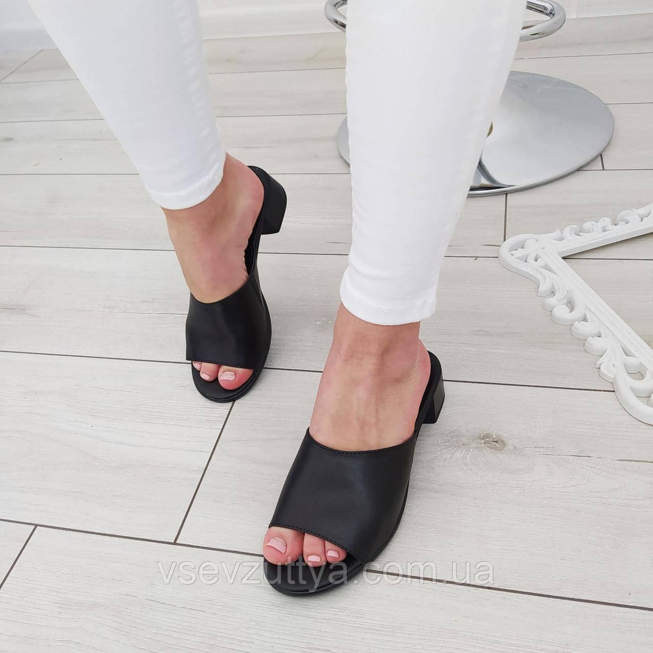 Шльопанці шкіряні жіночі на каблуку чорні
