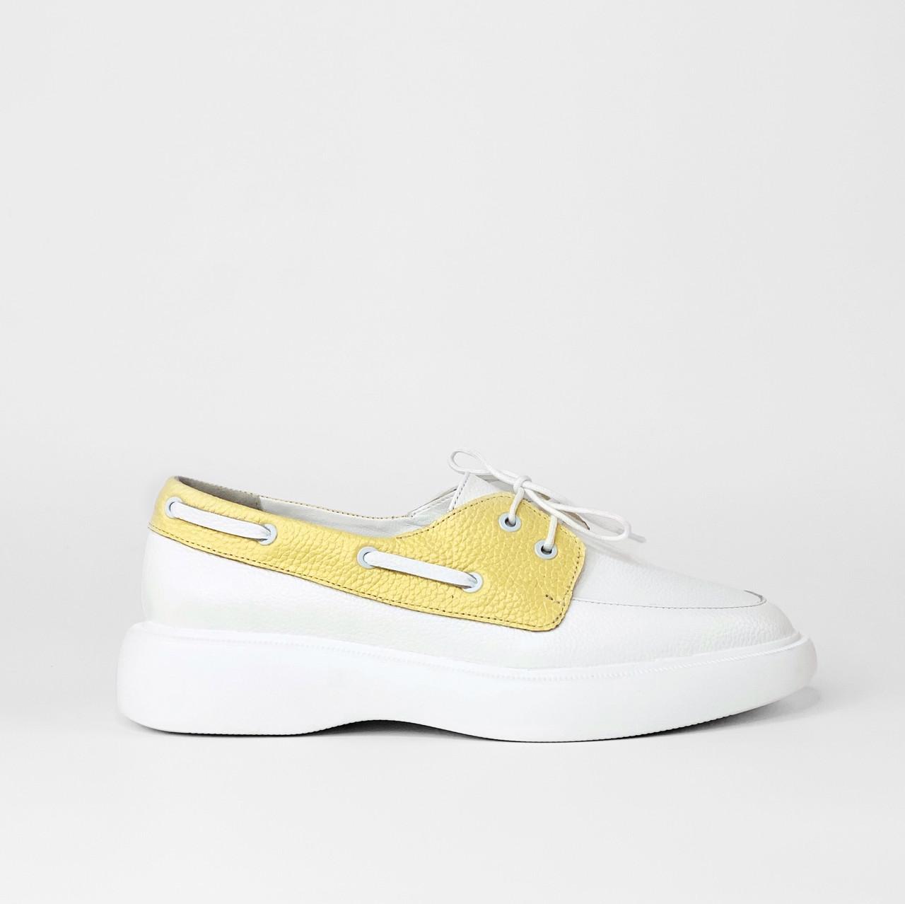 Женские туфли кожаные белые с жёлтыми вставками MORENTO