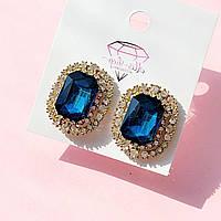 Сережки кліпси синій прямокутний камінь зі стразами прозорими в золотій оправ