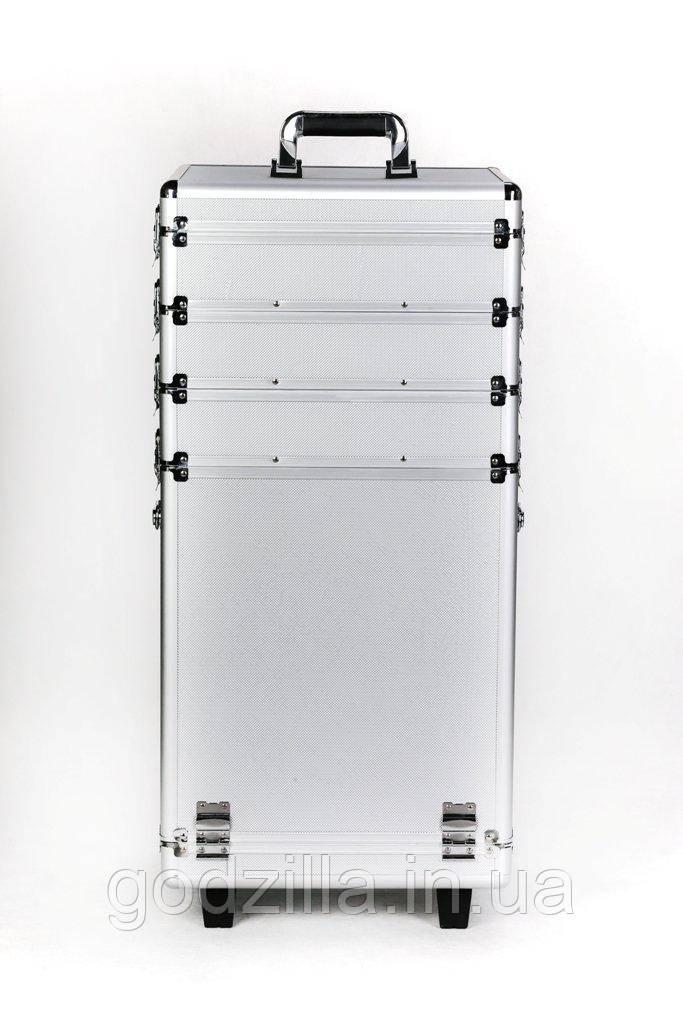 Кейс с 4-секционный со семной крышкой и шкафчиками.