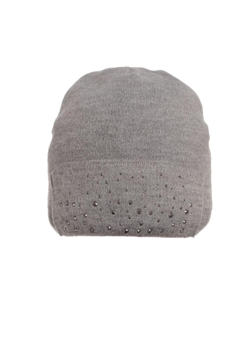 Теплая и практичная вязаная шапка с декором из бусинок серая.