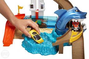 Трек Хот Вилс Атака акулы Порт акул Измени цвет Hot Wheels Sharkport Showdown Trackset