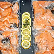 Кусочки лосося свежемороженые на коже 250 г