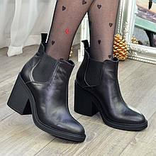 Ботинки-казаки женские кожаные на каблуке. Цвет черный