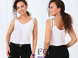 Блуза на бретельках прямого, свободного кроя белого цвета
