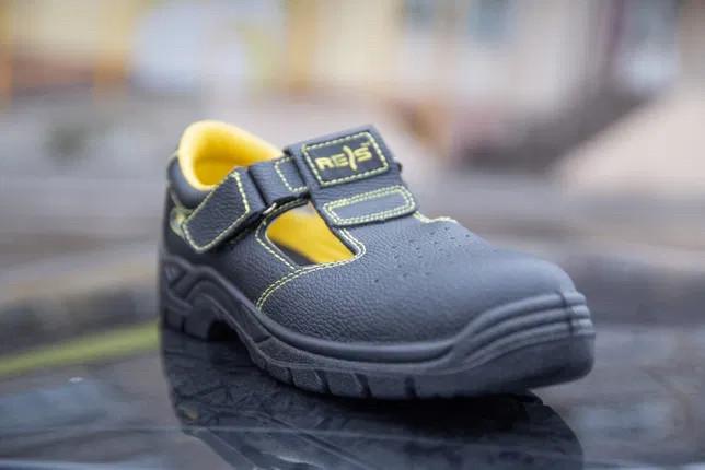 Спец взуття сандалі шкіряні з під посиленим носком