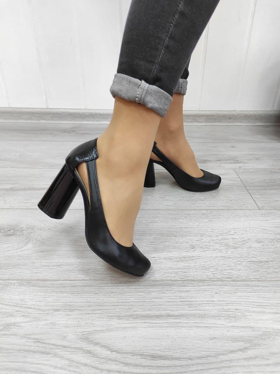 Кожаные женские открытые туфли на высоком каблуке