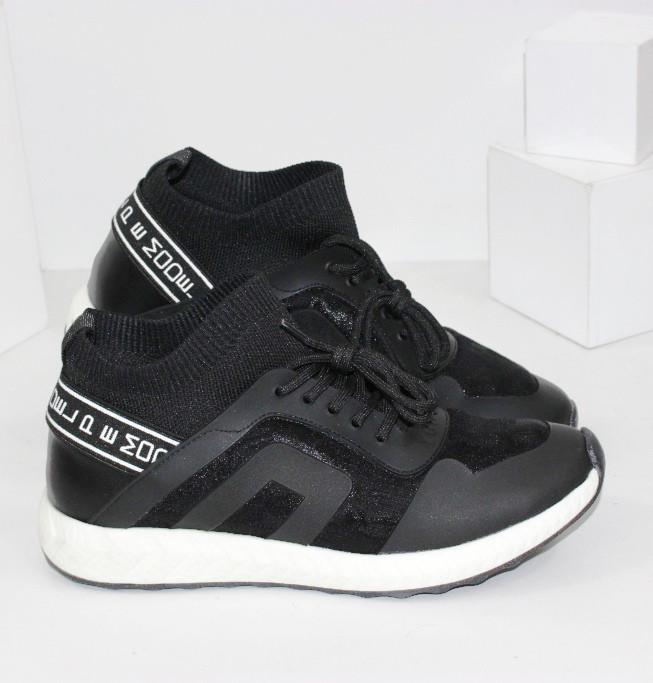 Жіночі текстильні кросівки чорного кольору на білому підошві