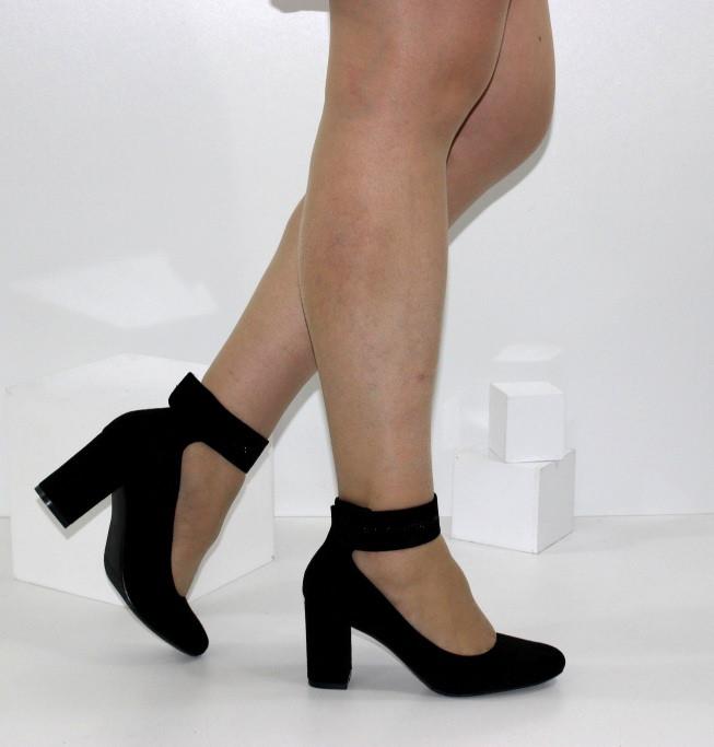 Женские замшевые туфли с ремешком черные