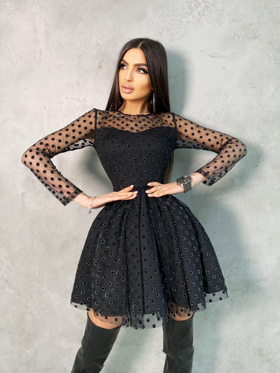 Черное платье мини в черный горох с пышной юбкой