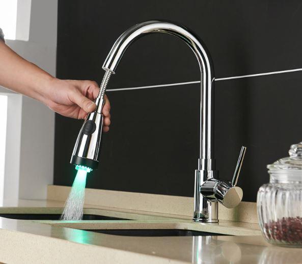 Змішувач на кухню висувний злив кран з підсвічуванням обертається на 360 градусів WanFan Хром