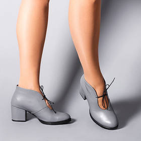 Эффектные  женские ботильоны ботинки серого цвета из кожи на невысоком каблуке, размер от 36 до 41