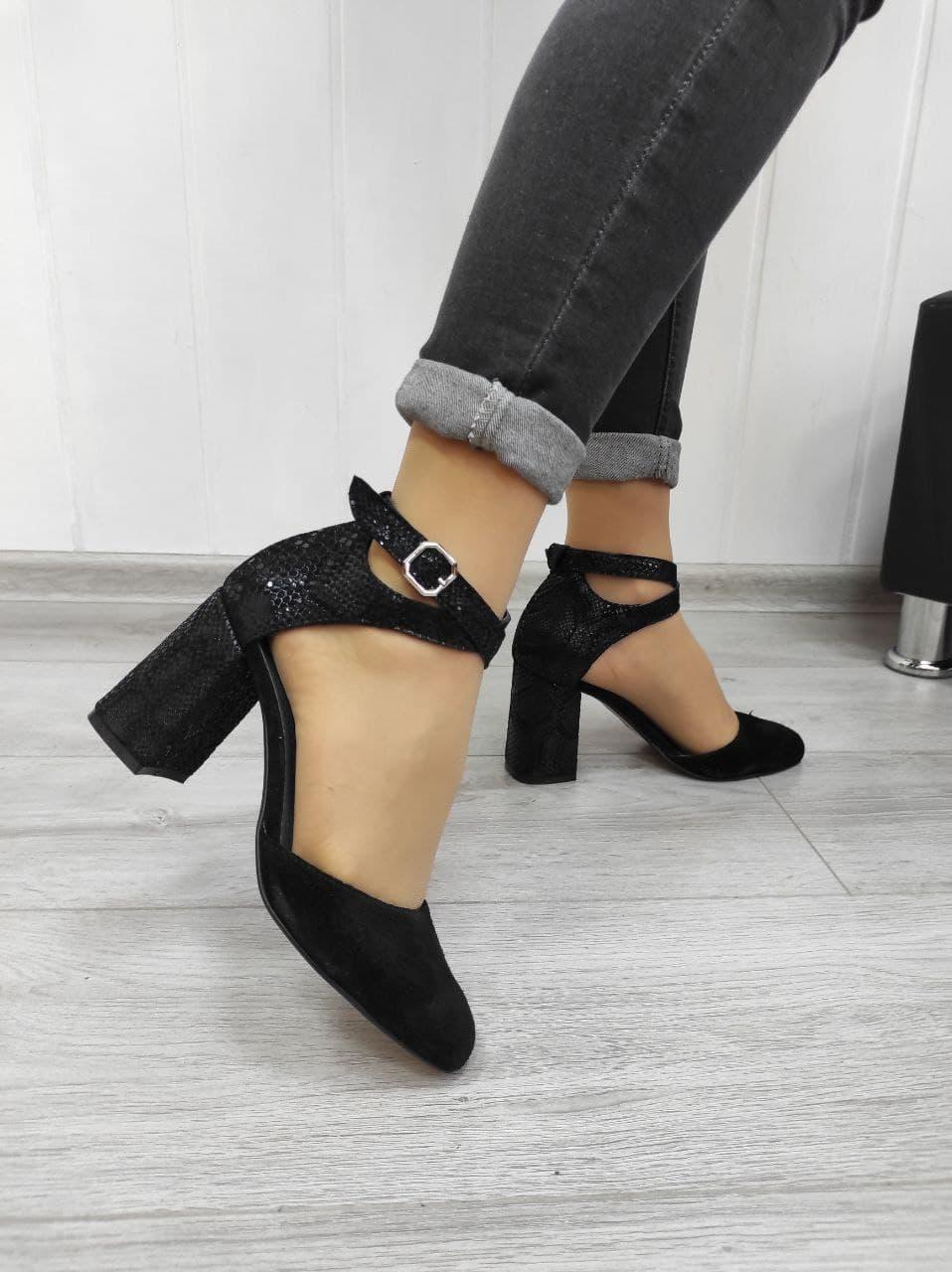 Женские босоножки на каблуке из комбинированной кожи