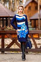 Женское платье средней длинны с голубым цветочным принтом