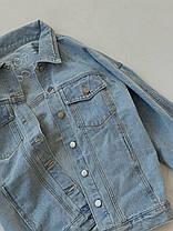 Дуже крута жіноча джинсова куртка з кишенями і написом на осінь, фото 3