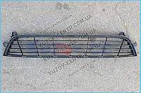Решетка в бампере средняя черн. RENAULT DOKKER/LODGY (2012-)